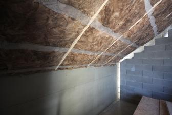tie schodiky v mure da dorezu podla plafona ako pojde a zvysok domurujem-dobetonujem... dlasie foto salung