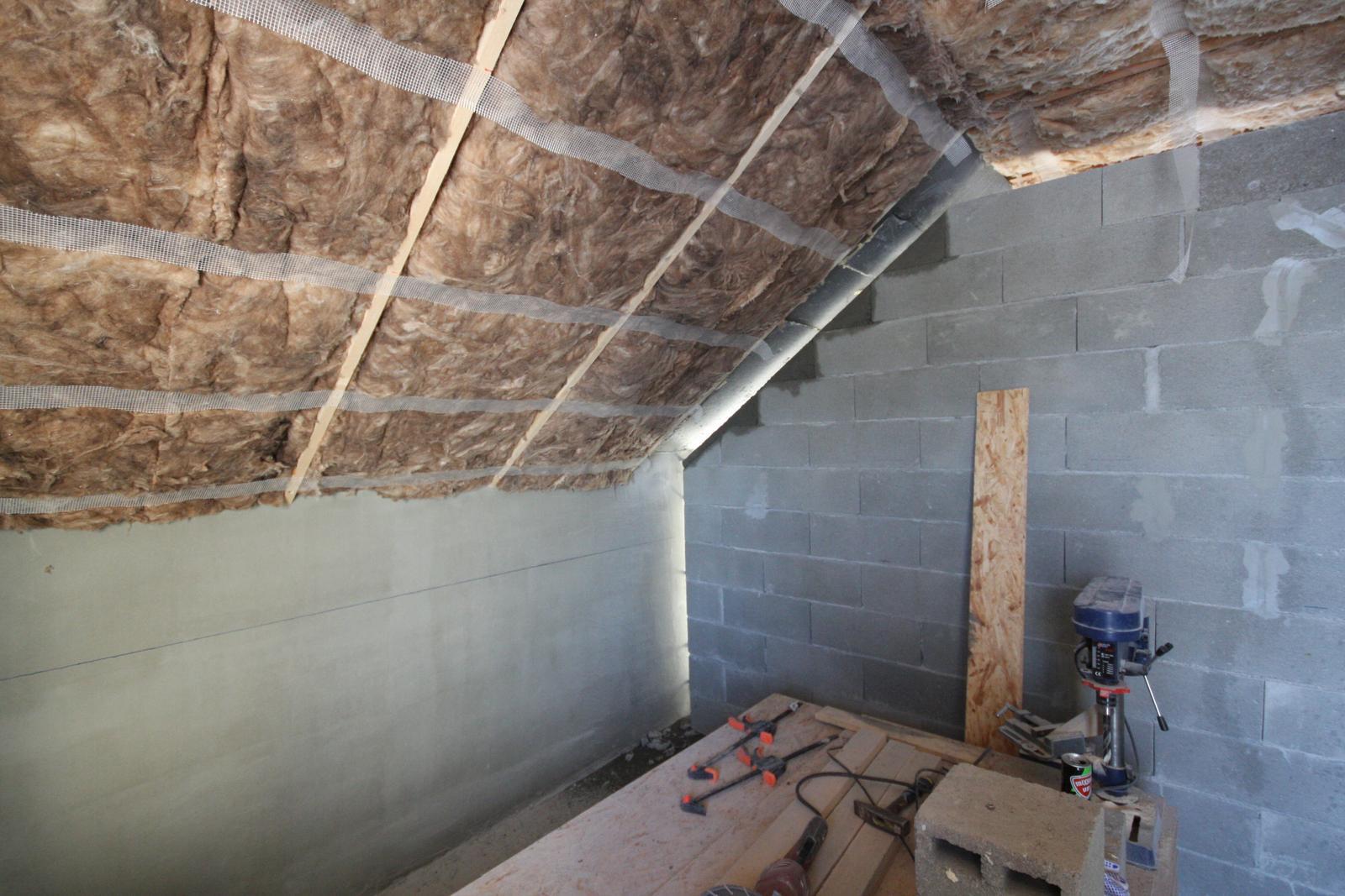 Nulový dom bez komína... Som UFO? - Domurovane :) - to je super na betone, ze si ho vie clovek namiesat vo vedre a doplnit