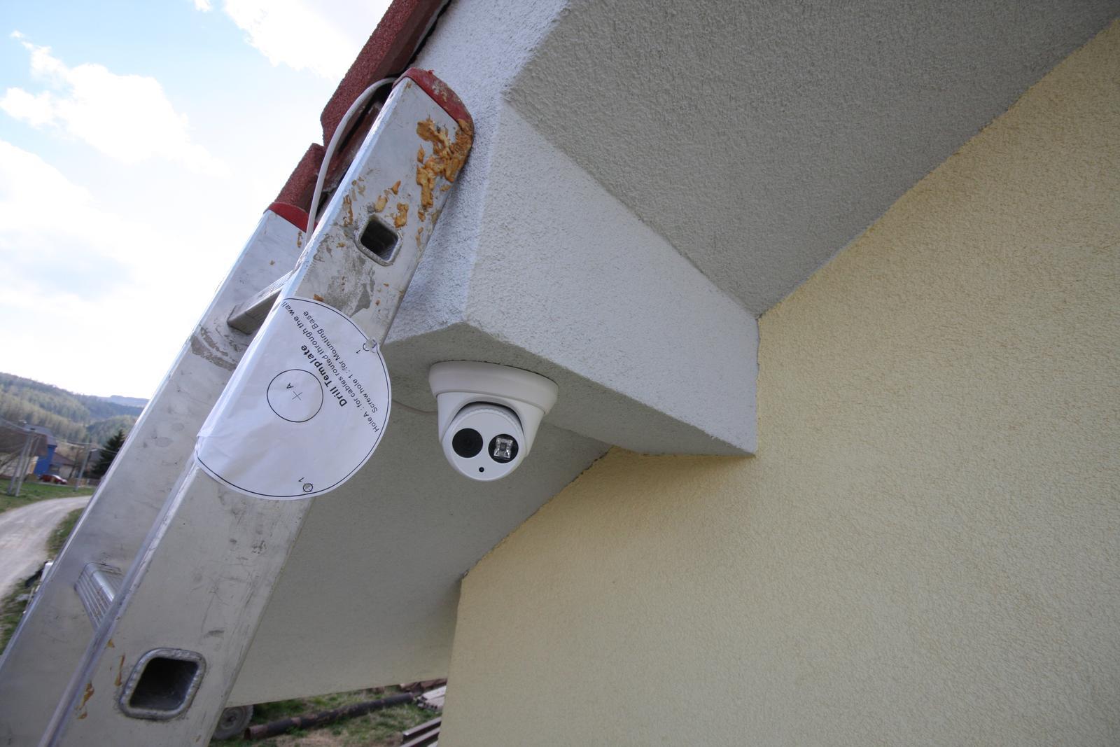 Nulový dom bez komína... Som UFO? - Vynikajuca kamera - HIKVISION DS-2CD2332-I > 2K rozlisenie, poe, 30metrov nocne videnie, az do -30C, celokovove telo, slovensky jazyk, applikacia zdarma.. Cena 80e. na aliexpress.com