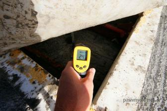 Mini pivnicka.. Cez den prikryta igelitom a merane rano po chladnej noci cca okolo 7hodine , jesen... Predosla fotka je teplota platne, a toto je teplota zateplenej teplej jamy..