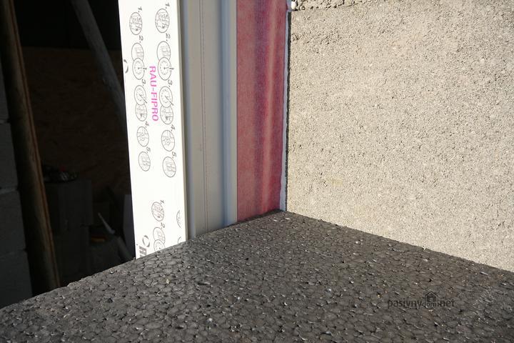 Spravne vyplnenie spary INTERIEROVA PASKA ruzova... Kupoval som to od www.izotes.sk .. Velmi som spokojny, velka ochota od predavajuceho.. Dobre ceny, kvalitne materialy z nemecka... Sam som si to robil po vysvetleni od predavajuceho...