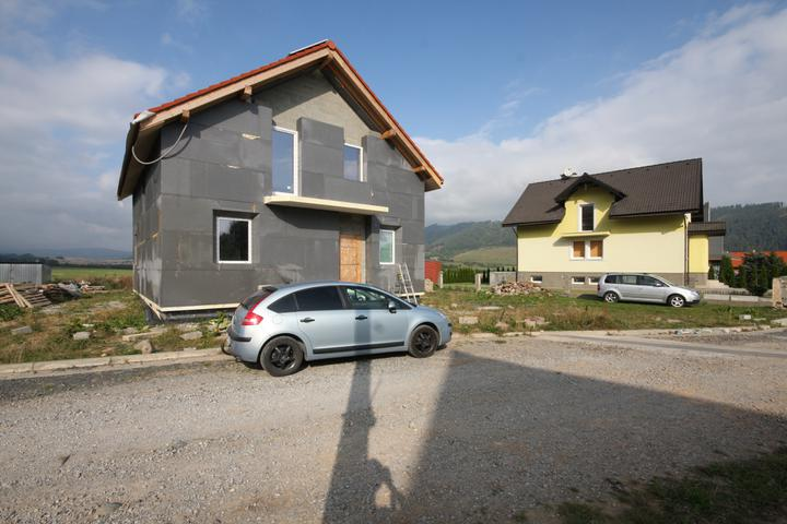 Nulový dom bez komína... Som UFO? - 40cm Neopor polystyren. Okna zrezane do uhlov.