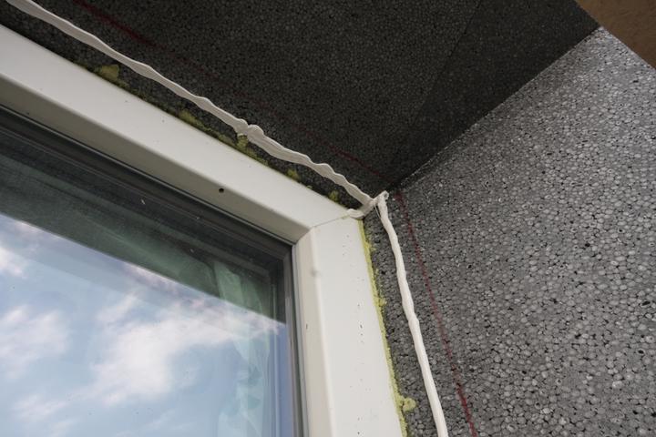 Nulový dom bez komína... Som UFO? - Lepidlo na okenne pasky a EPS..