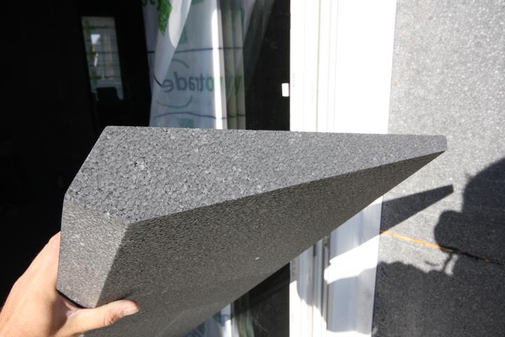 Nulový dom bez komína... Som UFO? - celistvy kus na prekrytie pasok na rame okien...