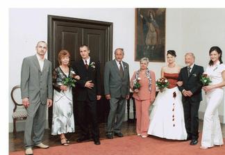 Moje mamča s dědou a svědkyně,Petrovi rodiče a svědek