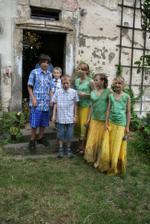 Naše dcery coby družičky se svými mládenci, synové nevěstiny sestřičky