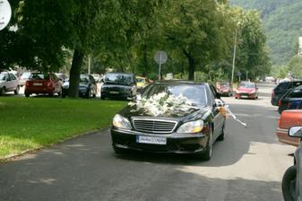 naše autinko - no jasan, že prezidentská limuzína ta kde by sme boli keby sme ju nezohnali :-)