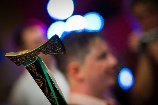 Svadobné detaily - družbova valaška na čepčení