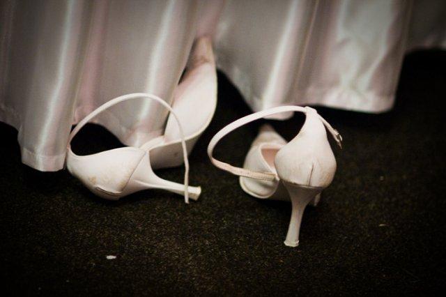 Svadobné detaily - topanky som po každom kole vyzúvala:-)) pôvodne boli biele