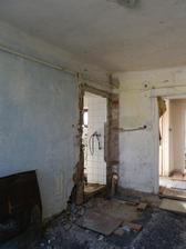 Dům byl rozdělen na dvě části - obytnou a neobytnou, tak jsem si trošku zkrátili cestu do druhé části domu :)