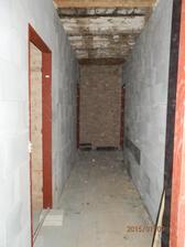 Další kousek zdi. Dnes jsme přizdívali zeď od sousedů, ať máme svoji suchou :)
