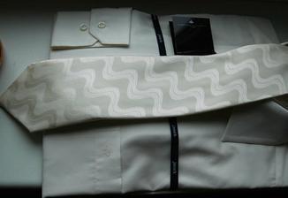 košile s kravatou-koupeno ve smetanové