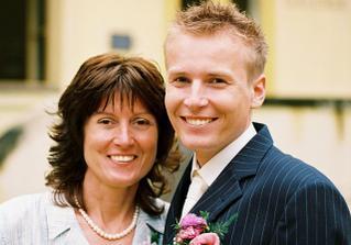 ženich s jeho maminkou