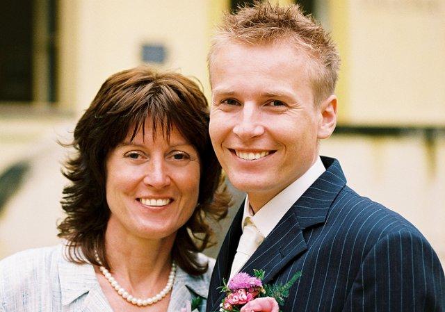 Simona Hývnarová{{_AND_}}Petr Hývnar - ženich s jeho maminkou