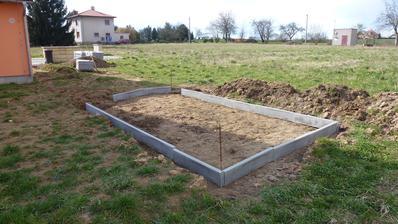 4.4.2015 - příprava výšky podkladu pro zahradní garáž