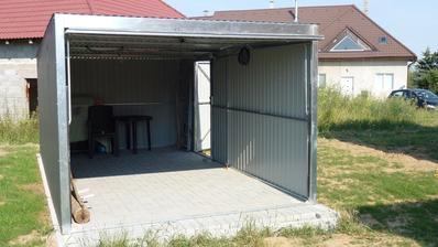6.7.2015 Složená garáž, chybí dodělat kryty rohů...