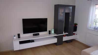 konečně jsme pořídili obývací stěnu