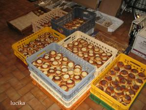 koláčky u nás - u nevěsty :o) - bylo jich 1200 ks