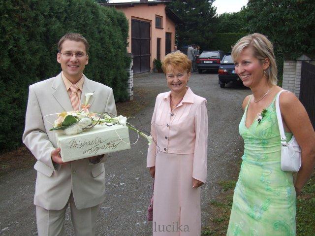 Lucie{{_AND_}}Petr - ženich přijel :o) vedle moje milovaná teťulka a pořád vysmátá švagrová