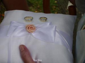 polštářek s prstýnky