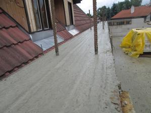 jedna strana venca hotova, spotreba 11 vriec cementu...