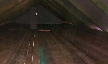 podlaha na povale polozena,uz len priklincovat, vyska ako pre mna asi 180 cm :)