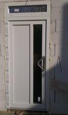vchodove dvere s madlom
