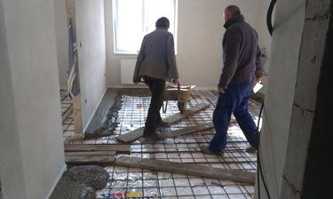 vcerajsia betonovacka poterov, karirohoz 6-ka 15x15cm, vedlajsia miestnost roxory