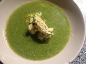 Brokolicová se sýrovo-jáhlovými noky