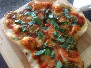 Mozzarella, rajčata, pesto