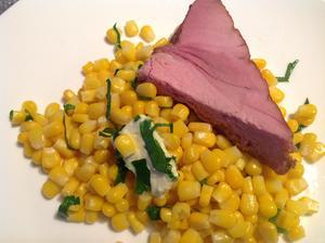 Večeře - kukuřice s máslem a uzeným tuňákem z trhu :)