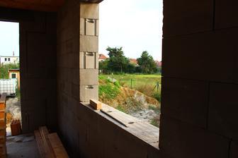 okynko z obyvaku