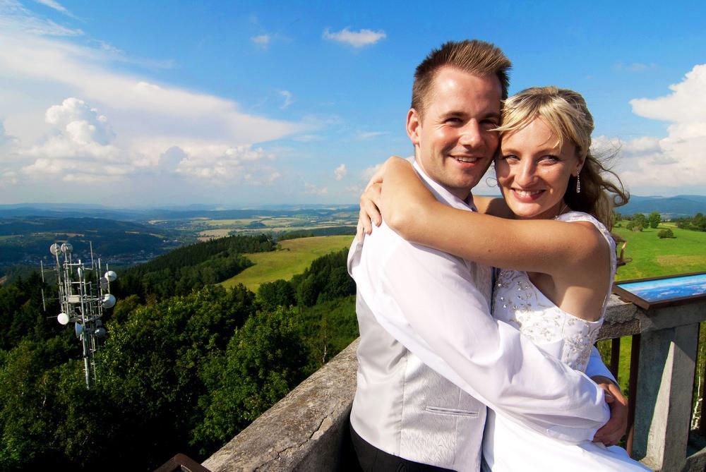 2. črc 2014 v 10 47 • Svatba byla v říjnu 2007 • fotomo.webnode.cz • Odpověz  • To se mi líbí • 4ed31a7d72