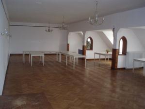místnost před výzdobou