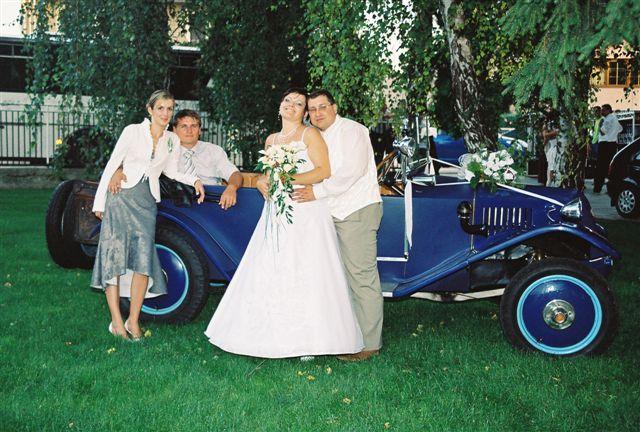Maťka{{_AND_}}Vladko - Ja, Vladko  a brat Milanko s priateľkou Peťkou pri svadobnom veteráne