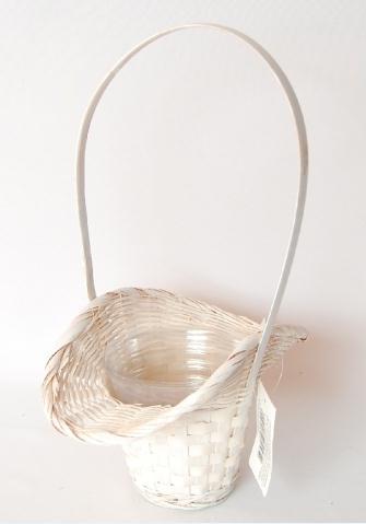 Me and you..Just us two :)) - košík pre našu maličkú družičku, ktorá pôjde v kostole predo mnou a rozsype lupienky :))