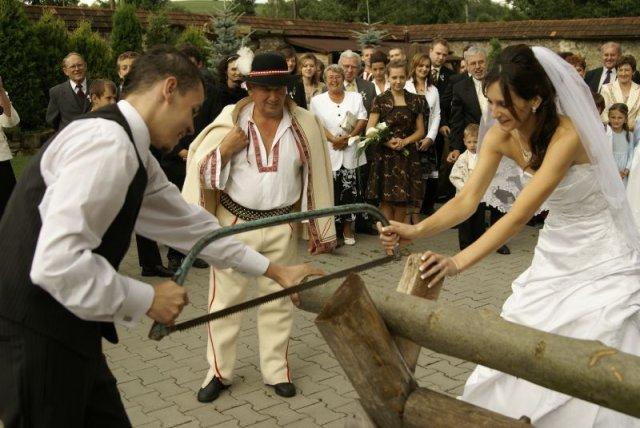 Deniska{{_AND_}}Matúško Petráškovci - Tradícia...pílenie dreva :)