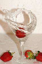 Šampanské s jahodou ako prípitok