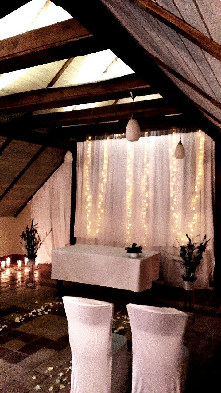 Zimní svatba - Hotel Všetice - Tyl, potahy a světýlka k zapůjčení http://www.svatebnivyzdoba.cz/pujcovna-dekoraci-a-inventare/