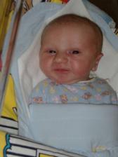 A uz som tu, volam sa Matusko, narodil som sa 12.3. s mierami 51 cm a 4 kg a tu mam 2 hodiny a krasny usmev pre ocka