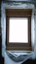 20.12.2014 Idu vianoce, fordomaci mi chcu urobit radost, tak osadili stresne okna. Len to ma jeden hacik, kde je napojenie na vzduchotesnu rovinu (dom ma mat vzduchotesnost pasivneho domu)? Jednoducho sa na to vykaslali.