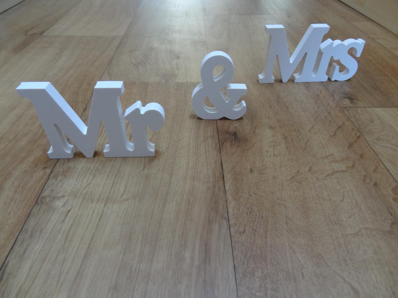 """Dřevěné písmena """"MR & MRS"""" - Obrázek č. 1"""