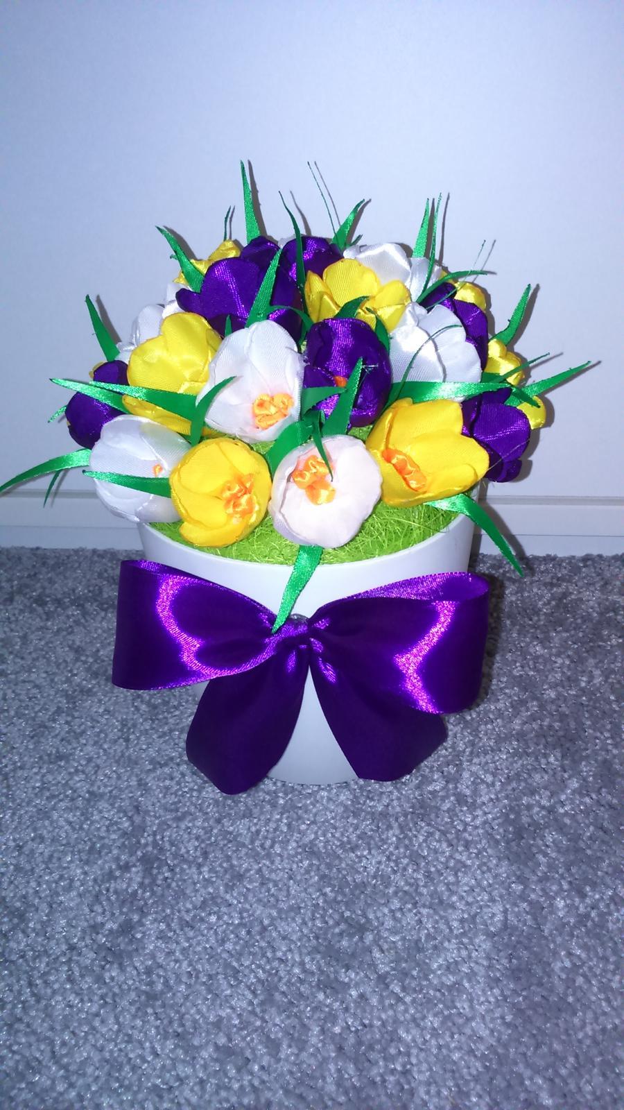 Jarní květina v květináči - Obrázek č. 1
