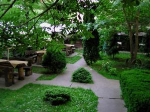 U mamičky - zahrada