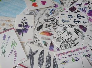 Jedna ze zábav či odlehčení, budou tetovacky, které si hosté mohou na sebe všemožně nalepit :) zábava pro děti i dospělé :)