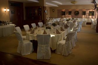 svadobná miestnosť, tu sme sa zabávali, oslavovali, tancovali, jedli, pili, ... :)