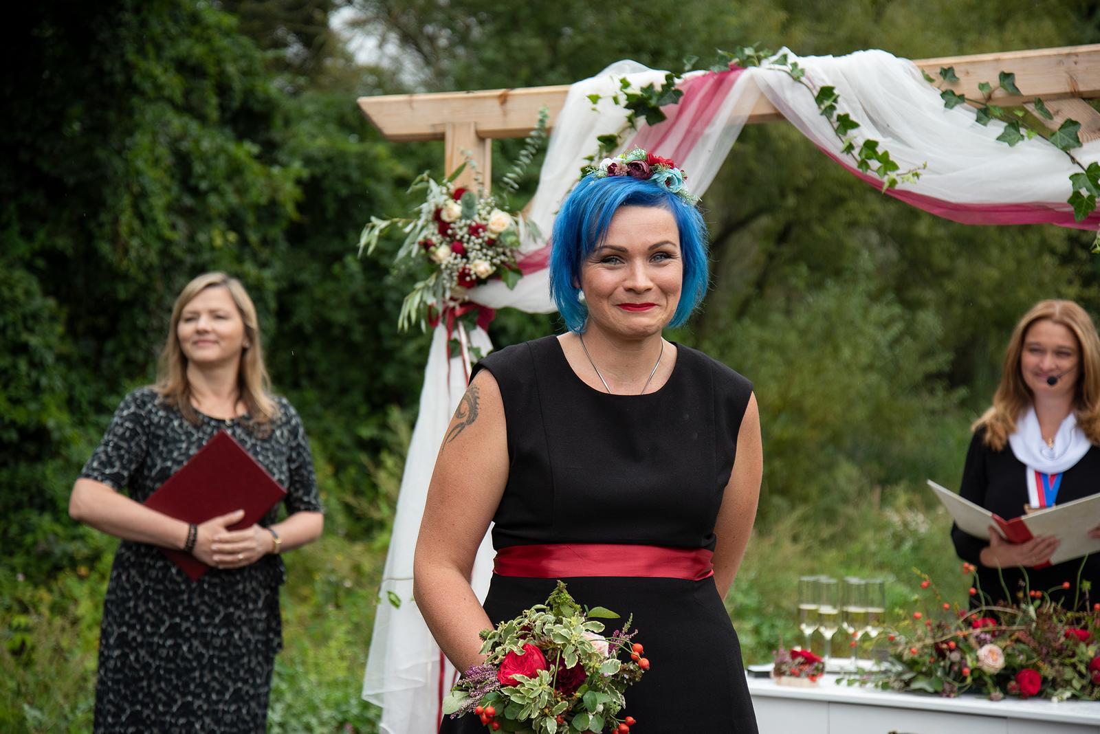 Veronika{{_AND_}}Michal - Ta nejlepší nejskvělejší svědkyně na světě, vyrobila nám oznámení upekla svatební dort a nachystala čelo výzdobu.