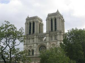 Notre Dame-krásný a veliký chrám