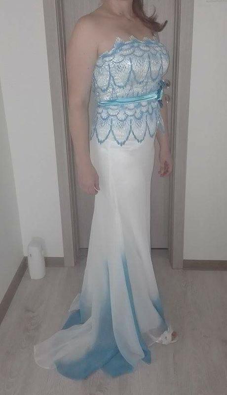 Spoločenské šaty bielo-modré s vlečkou - Obrázok č. 1