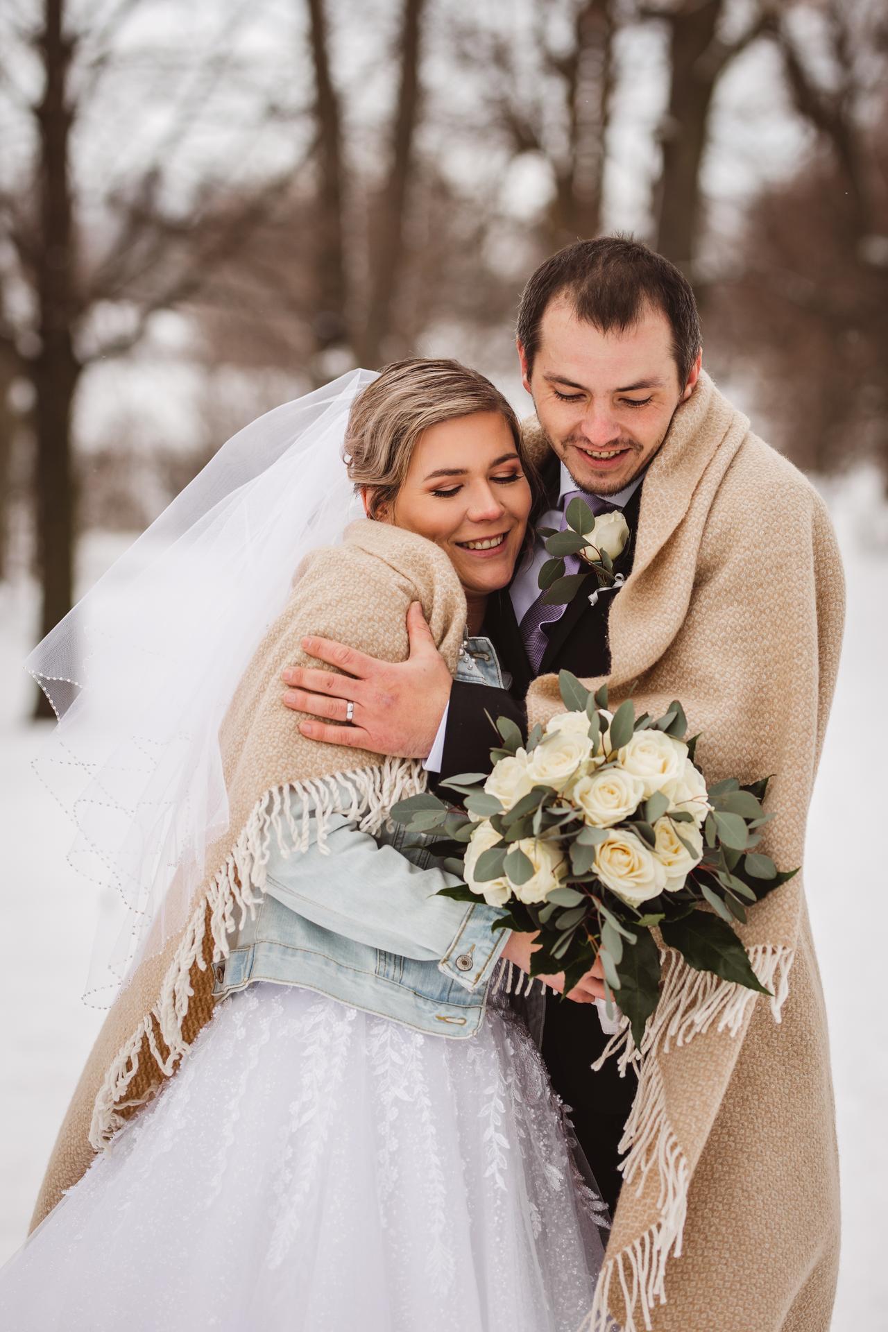 Ráda zachytím i vaši svatbu...volné termíny 2021 :) :)   Z letošní krásné zimní svatby... - Obrázek č. 1